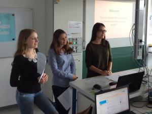 Wir (Alicia, Mareen & Hanna) im Laufe unseres Vortrages.